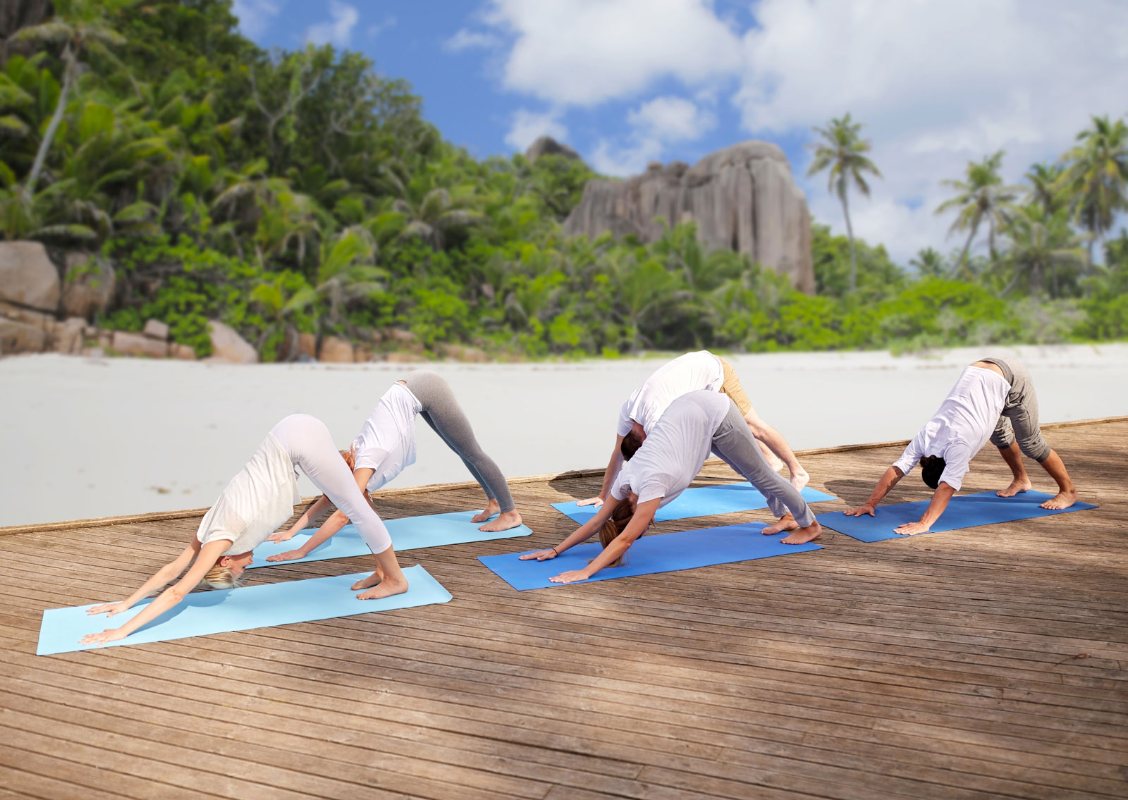 Group Yoga Outdoor | Pilates vs. Yoga: A Guide To Choosing The Right One For You